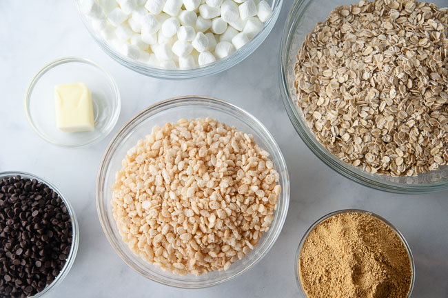 Ingredients for S'mores Granola Bars: Rice Krispies, Oats, Marshmallows, Graham Cracker Crumbs, Butter and Chocolate Chips