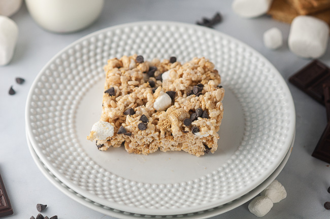 S'mores Rice Krispie Treats are an easy, kid friendly dessert.