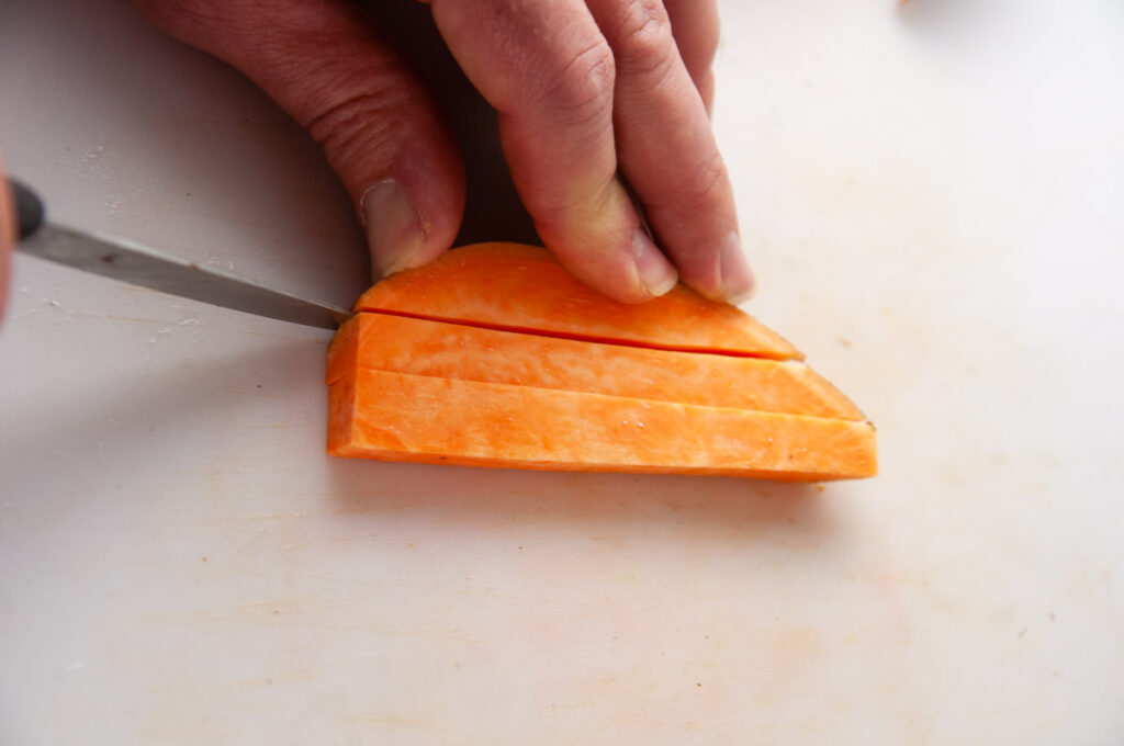 Cut the sweet potatoes into fry shapes.