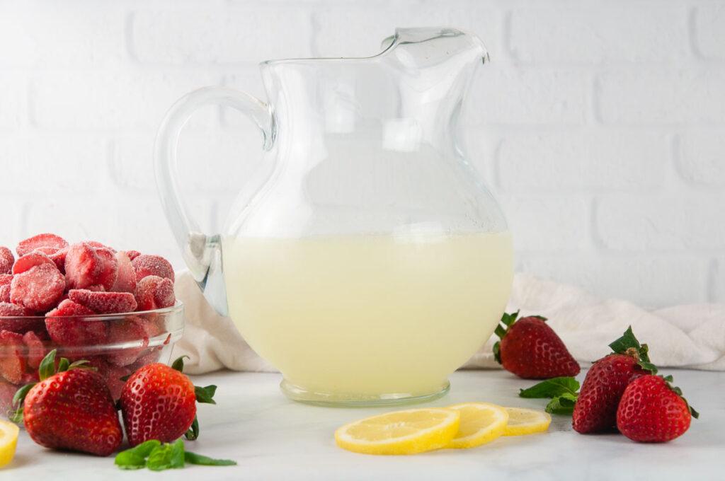 Ingredients for Frozen Strawberry Lemonade: Lemonade and Frozen Strawberries